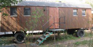 Holzwagen mit Ofenanschluss